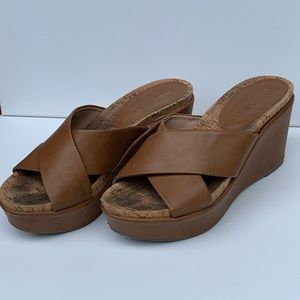 Report - Tan Strapped Slide Wedge size 7